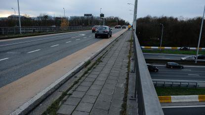 Eén van slechtste en gevaarlijkste bruggen van Vlaanderen wordt aangepakt: Henneaulaan eindelijk veilig voor fietsers