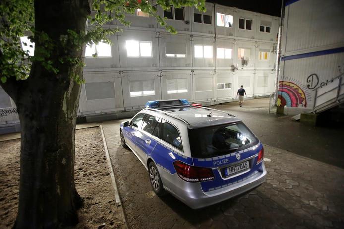 De Duitse politie deed onderzoek bij een asielzoekerscentrum in Hamburg