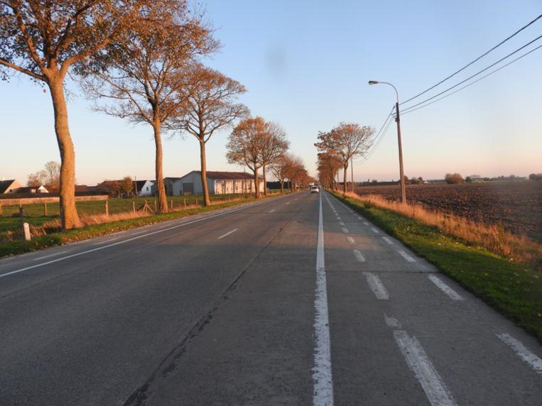De N8 tussen Oostvleteren en Woesten.