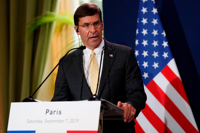 De Amerikaanse minister van Defensie Mark Esper op een persconferentie na een bezoek aan zijn Franse ambtsgenoot in Parijs eerder deze maand.