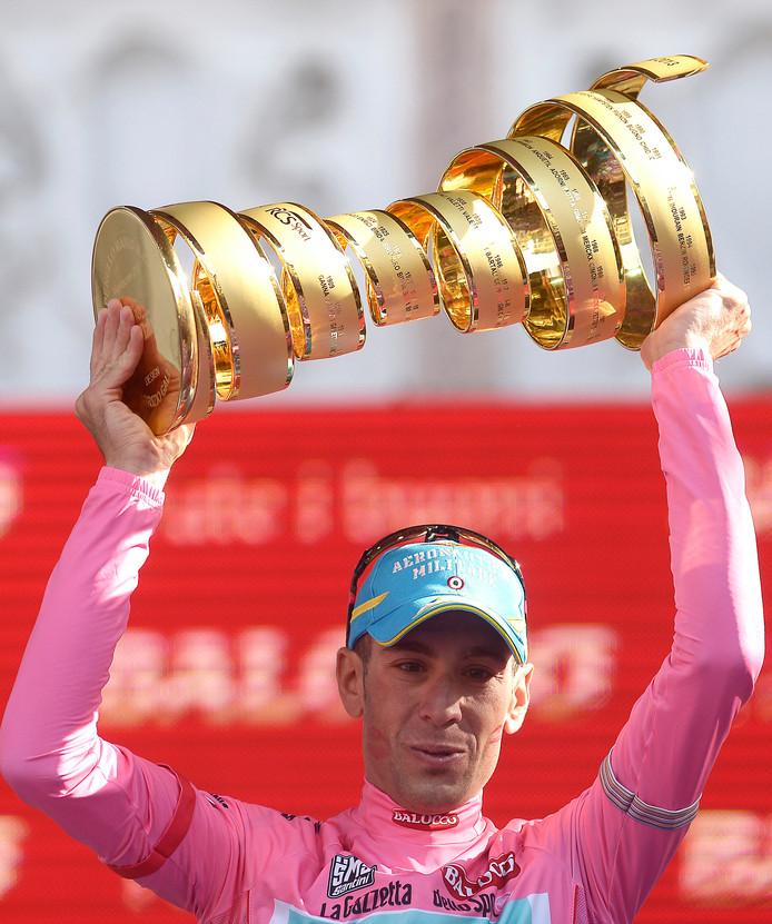Vincenzo Nibali viert zijn eindzege in de Giro van 2016.