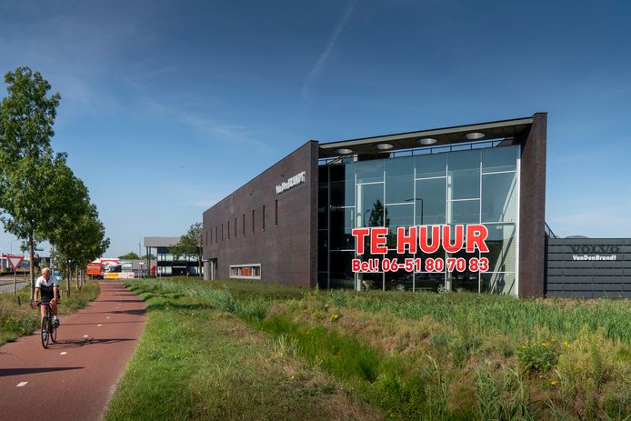 Het pand Volvo-garage in Boxtel. Met het nieuwe arbeidsmigrantenbeleid van Boxtel komt dit pand niet in beeld voor het maken van een 'polenhotel.'