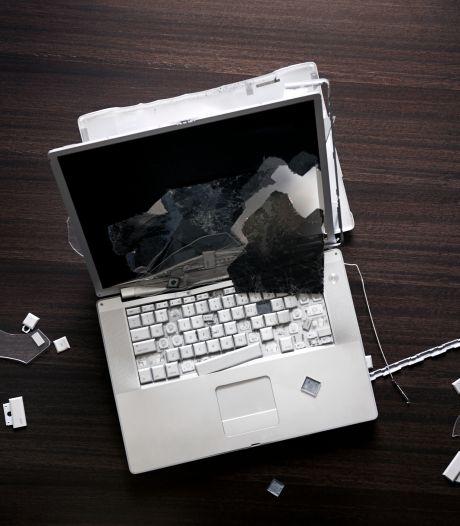 En colère, il jette un ordinateur sur un inspecteur durant son audition