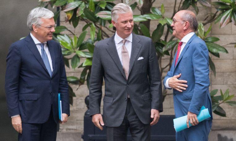 Didier Reynders en Johan Vande Lanotte mogen van koning Filip nog tien dagen voortploeteren. Dan wordt een nieuw verslag verwacht.