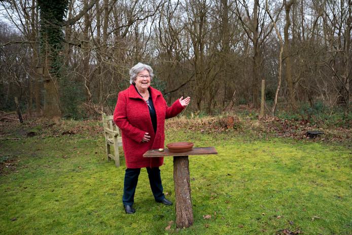 Marieke de Mooij geniet van de schone lucht in Burgh-Haamstede.