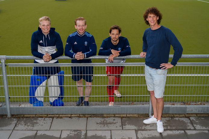 Igor van Wijngaarden, Felix Gulinck, Jip Krens en oud-speler Jan-Maarten Tacke (v.l.n.r.) braken vanuit de jeugd van HC Tilburg door.