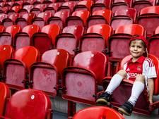 Rotterdams café plaatst Ajax-stoeltjes op het toilet