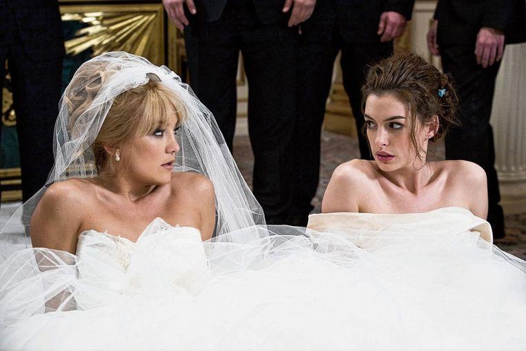 Kate Hudson (links) en Anne Hathaway in Bride Wars. Beeld