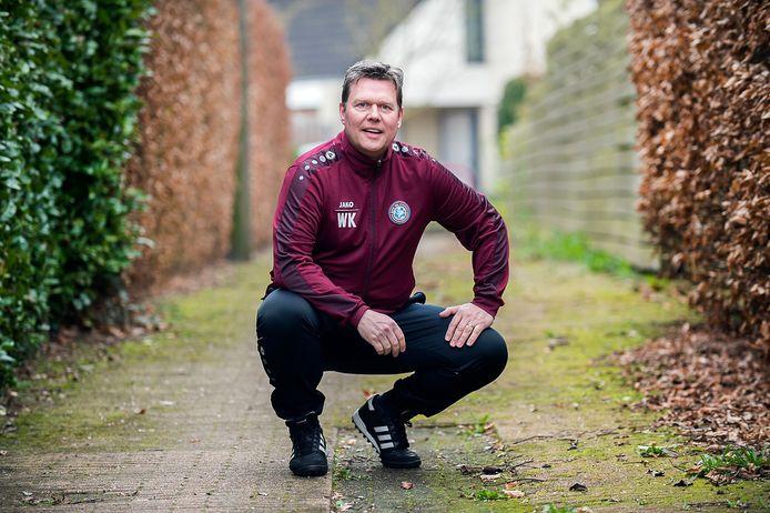 Wim Kamphuis, hier nog  als trainer van zijn vorige club OVC'85, stapt per direct op bij VV Dieren.