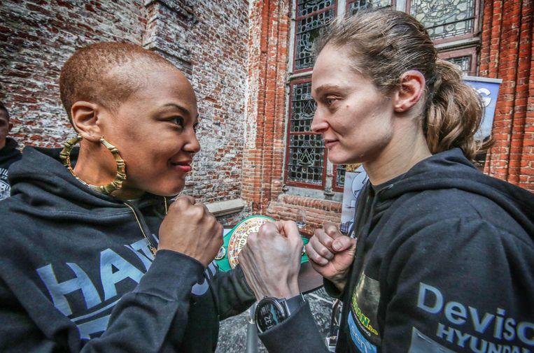 Op zaterdag 9 maart vecht Delfine Persoon voor haar 10e wereldtitel in Kortrijk. Haar Amerikaanse tegenspeelster 'Killer Mel'  (Melissa St Vil) is ondertussen in Kortrijk  Beiden werden deze voormiddag ontvangen op het stadhuis