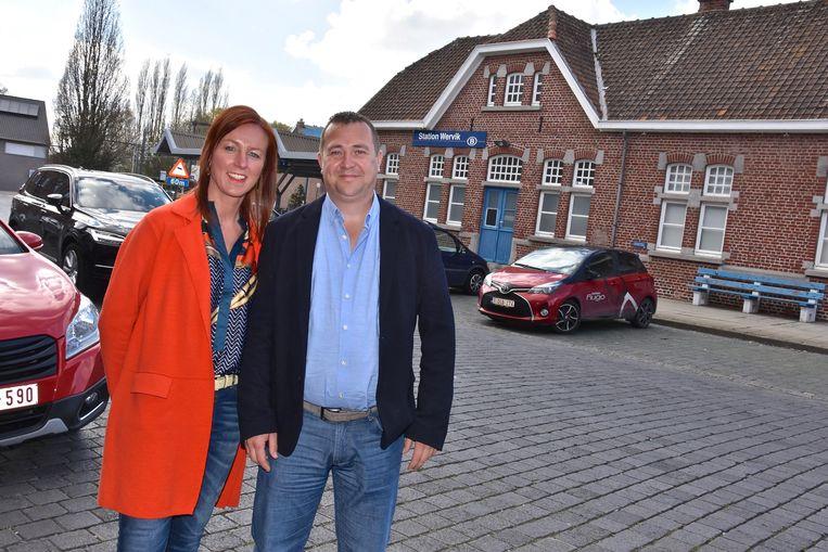 De trotse nieuwe eigenaars van het station van Wervik