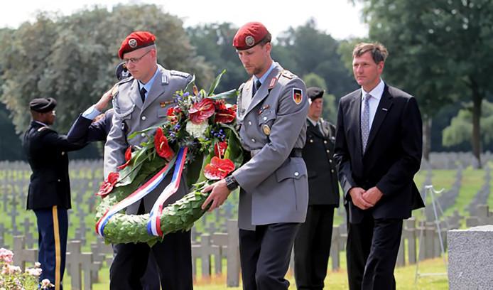 Militairen van de Bundeswehr legden ook in 2016 een krans op de Duitse militaire oorlogsbegraafplaats Ysselsteyn.