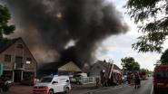 Geen grote gevolgen nadat asbest vrijkwam bij zware brand in Overmere