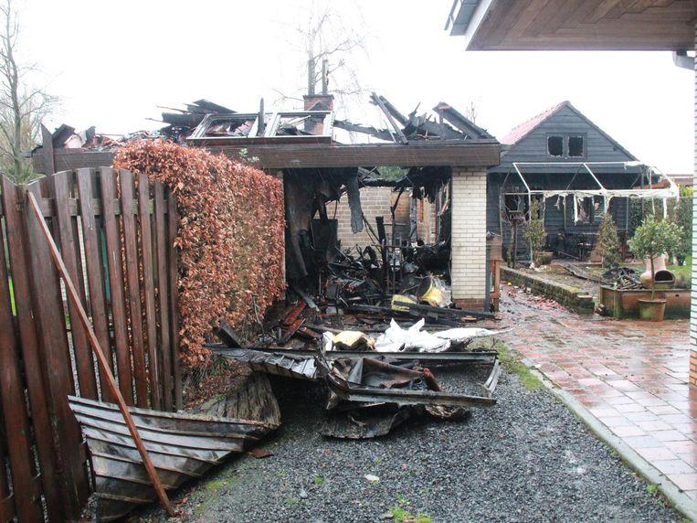 Gelukkig sloegen de vlammen niet over naar het huis.