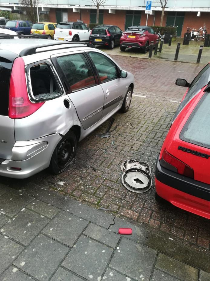 Twee auto's raakten beschadigd.
