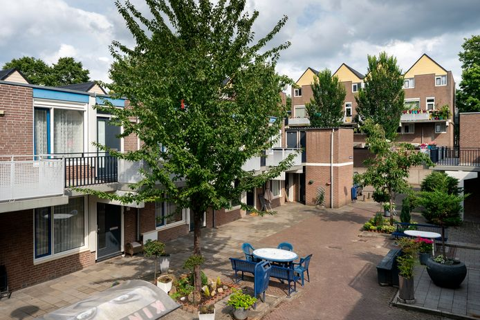 In de Hofstad worden 234 woningen opgeknapt. Daar wordt zo'n twee jaar de tijd voor genomen.