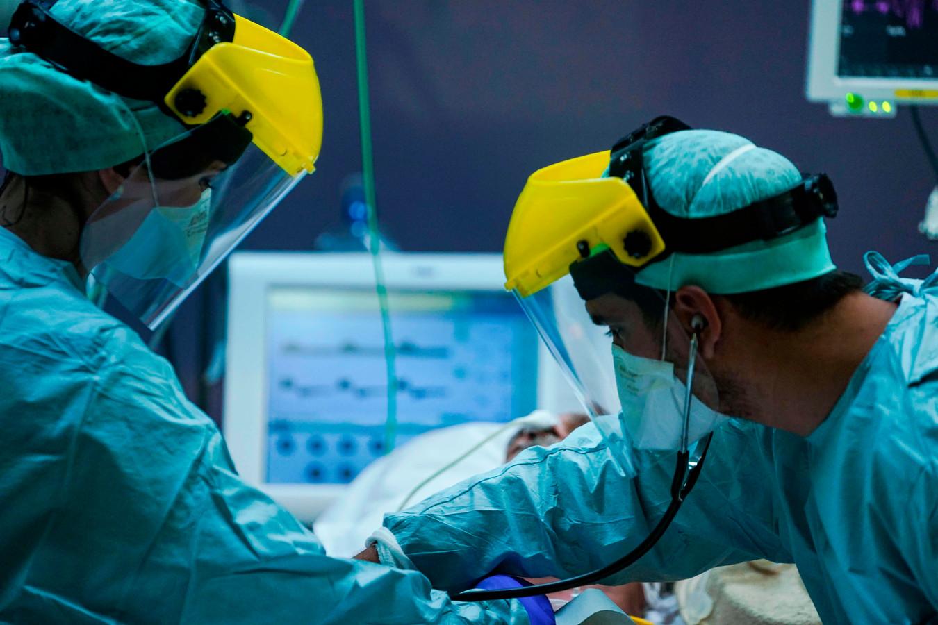 Artsen op de IC van een ziekenhuis in Brussel.