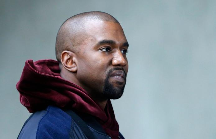 Kanye West heeft zijn excuses aangeboden aan de acteurs van de theaterproductie The Cher Show.