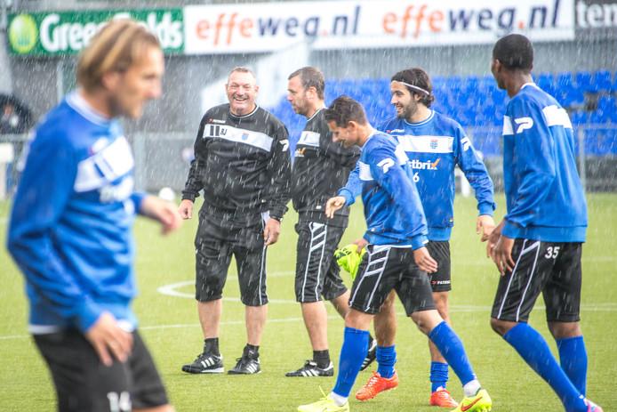De laatste training van PEC Zwolle voor het treffen met Sparta Praag. De stemming zit er goed in bij onder meer trainer Ron Jans.