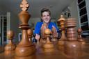 09-07-Doetinchem-Bram Zaalmink schaakt-Foto Theo Kock 01