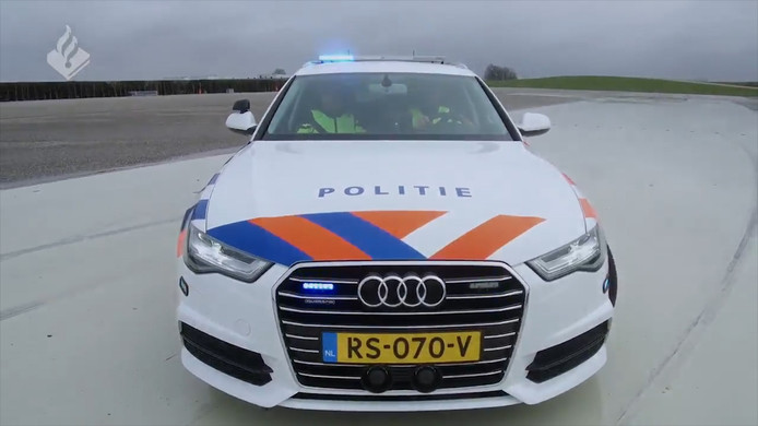 Dankzij deze snelle auto kan de politie hardrijders gemakkelijker aanhouden.