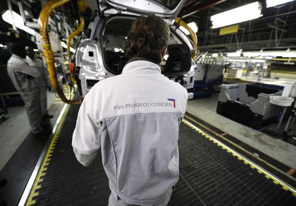 Sectoren zoals industrie of autobouw waarin migranten vroeger vooral terecht konden, lopen steeds verder terug.