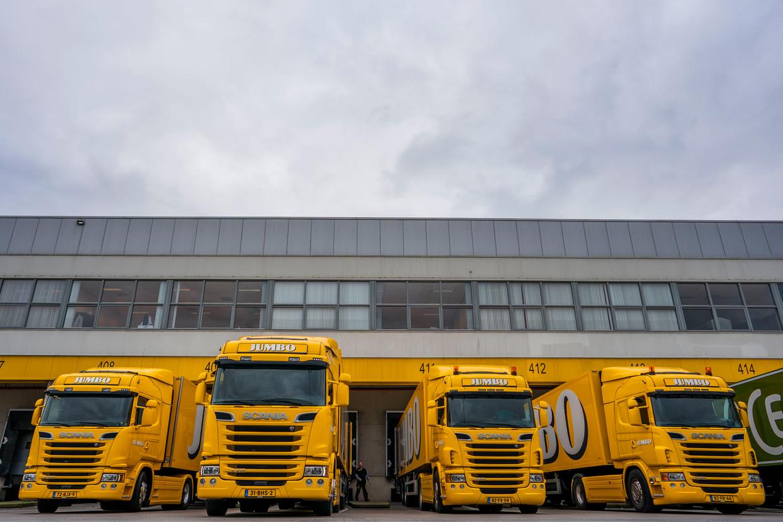 Vrachtwagens van Jumbo bij het distributiecentrum in Veghel.  Beeld Freek van den Bergh