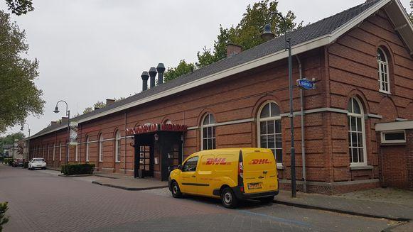 Het oude stationsgebouw van Baarle is nu een restaurant. De omgeving Loswal moet het knooppunt worden in Baarle-Hertog/Baarle-Nassau
