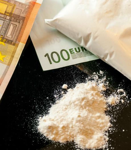 Verdachte van smokkel cocaïne en crystal meth vanuit Ede blijft vast
