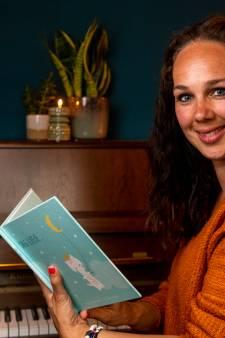 'Voice-deelneemster' Anja uit Hardenberg herdenkt op Wereldlichtjesdag met optreden haar doodgeboren kindje