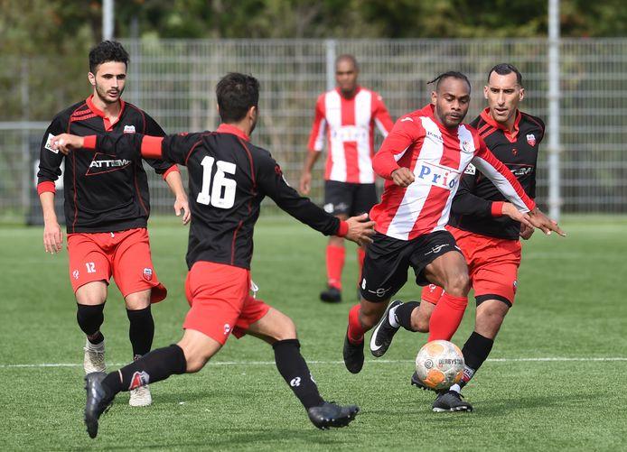 Renzo Roemeratoe speelt komend seizoen samen met zijn broer Milton in het zaterdagteam van VC Vlissingen.