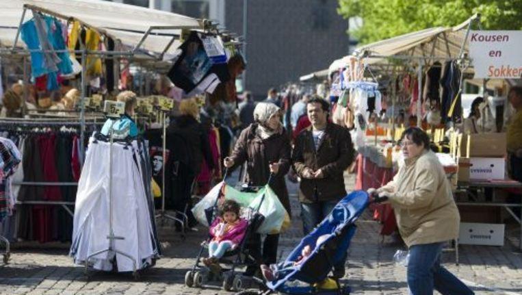 Het aanbod op de markten is volgens Achterhuis de laatste jaren verschraald. Het aanbod van textiel is te groot en het aanbod van verse producten te klein. Foto ANP Beeld