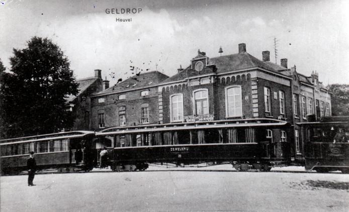Tram rijdt over de Heuvel (1939).