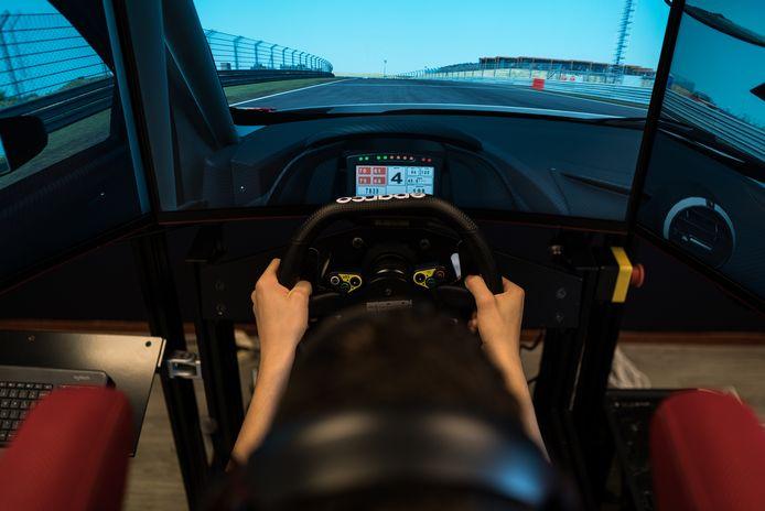 Simracen wordt steeds populaider en de Knac Nationale Autosport Federatie (KNAF) lanceert komende winter een online platform voor erkende Nederlandse competities in racegames.