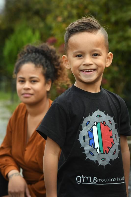 Cayetano en zijn moeder Ivana Sapury blijven geld inzamelen voor de Molukken.