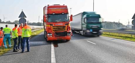 Twee trucks botsen tegen elkaar op A16, file vanuit België
