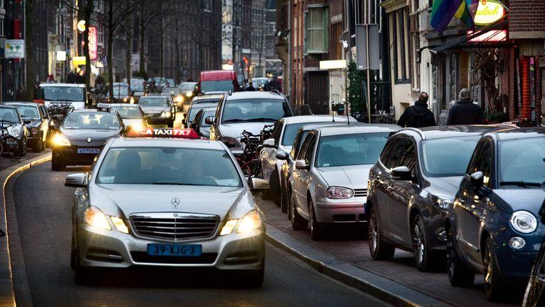 Veel verkeer in de Spuistraat Beeld Klaas Fopma (www.klaasfopma.nl)