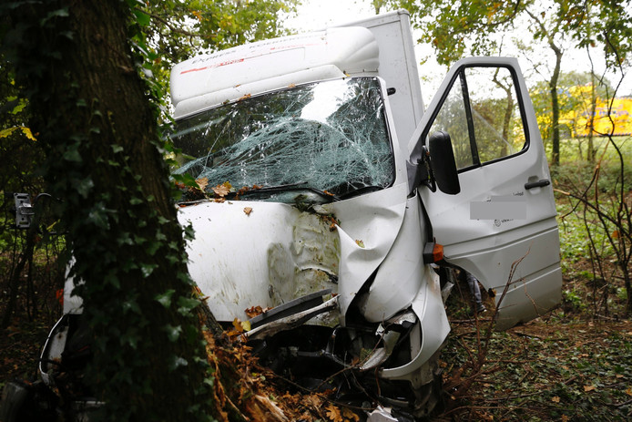Het voertuig liep veel schade op.