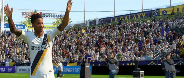 Ook Amerikanen kunnen voetballen. Let ook op de persfotograaf en zijn tweelingbroer in de achtergrond. Beeld EA Sports