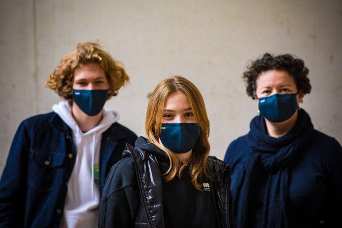 Het Sint-Lodewijkscollege heeft nu haar eigen mondmaskers.