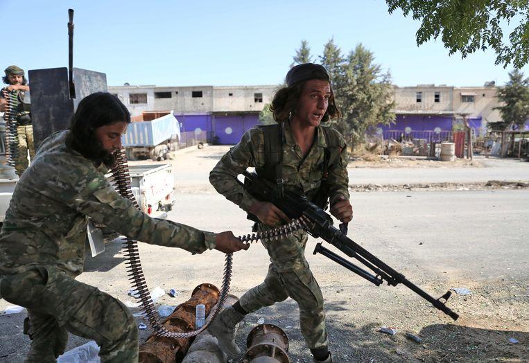 Door Turkije gesteunde strijdkrachten in de grensstad Ras al-Ain.