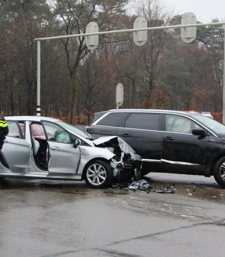 Gewonde bij ongeval Apeldoornseweg, verkeerslichten uitgevallen door storing