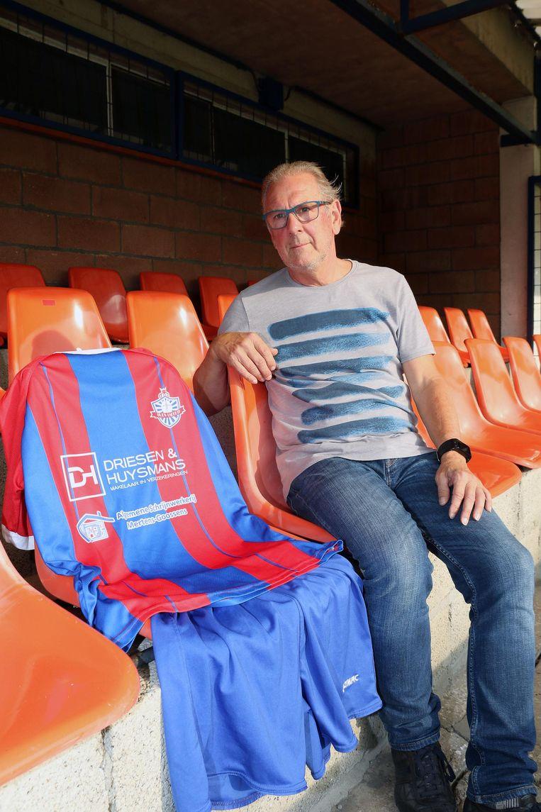 Voorzitter Guy Janssens van Olen United met de nieuwe outfit.