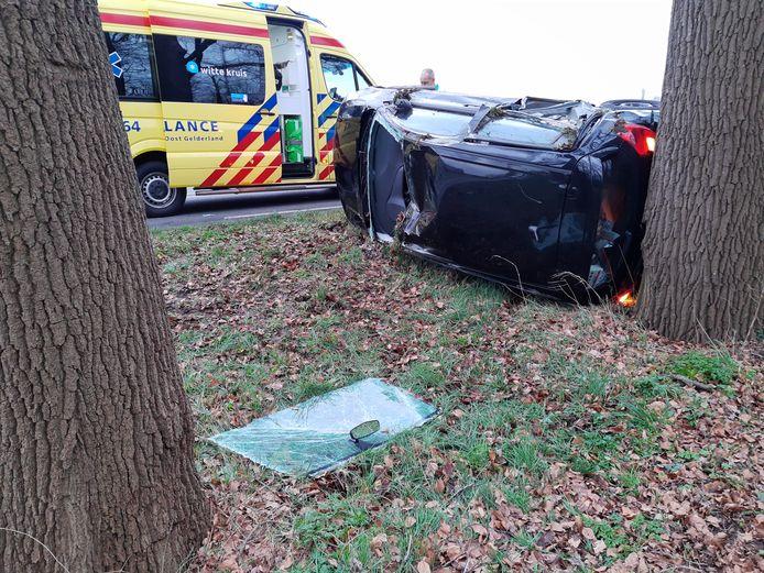 De voorruit moest worden verwijderd om de bestuurder uit de auto te krijgen.
