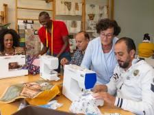 Statushouders krijgen weer een hobby bij atelier SamSam in Dalfsen
