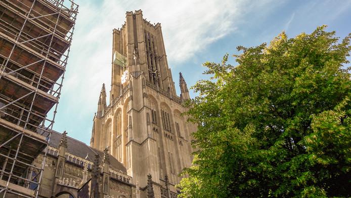 De klokken van de Eusebiuskerk in Arnhem staan stil op vijf over acht.