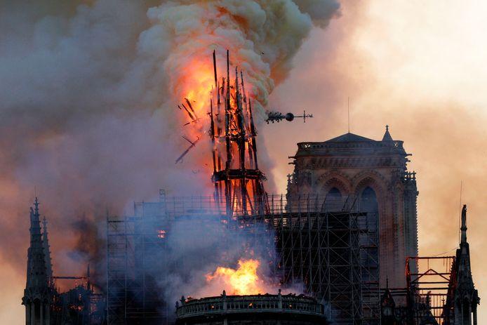 Op 15 april vorig jaar verwoestte een brand de iconische kathedraal.