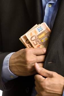 Medewerker steelt jarenlang van bedrijf uit Almelo: 80.000 euro verduisterd