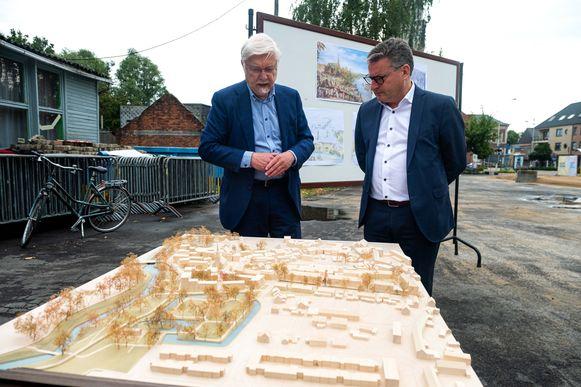 Burgemeester Rob Mennes (CD&V) en minister Koen Van den Heuvel (CD&V), die in Schelle toekwam met een subsidie van 500.000 euro.