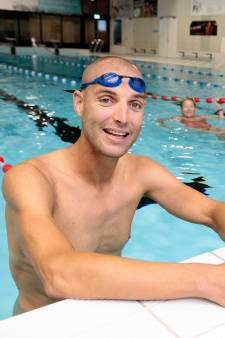 Ook Maarten van der Weijden zwemt mee in Vianen: 'Zo mooi dat hij er even bij was'